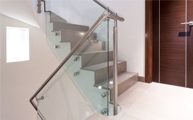 glasgelaender de ganzglasgel nder glasklemmhalter. Black Bedroom Furniture Sets. Home Design Ideas